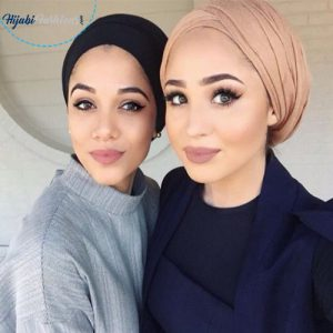 Dark Lipstick With Baggy Style Hijab
